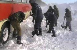 В Запорожской области в заносах застрял автобус с молдавскими лыжниками