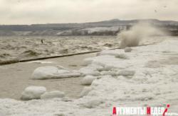 Лёд мешает работе Керченского морского порта