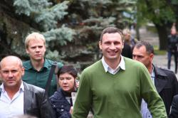 Виталий Кличко плясал и отжимался