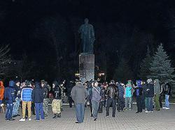 У памятника Ленину кипят страсти
