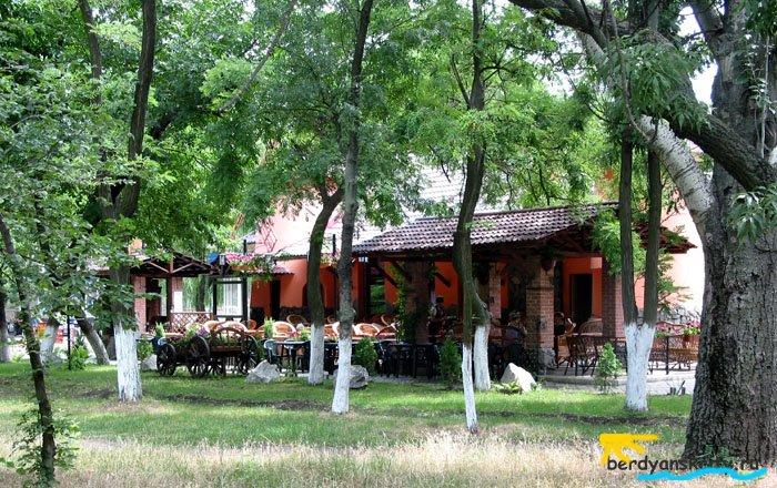 Ресторанчик в парке Шмидта